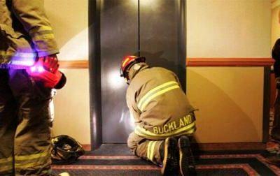 هنگام قطع برق آسانسور چه کارهایی انجام دهیم؟